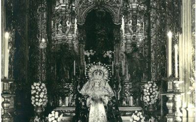 La Virgen en besamanos en la Capilla Sacramental (1964)