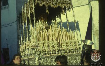 El palio de Nuestra Señora en Alcázares en 1963