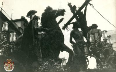 El paso de misterio del Santísimo Cristo de la Exaltación en 1979